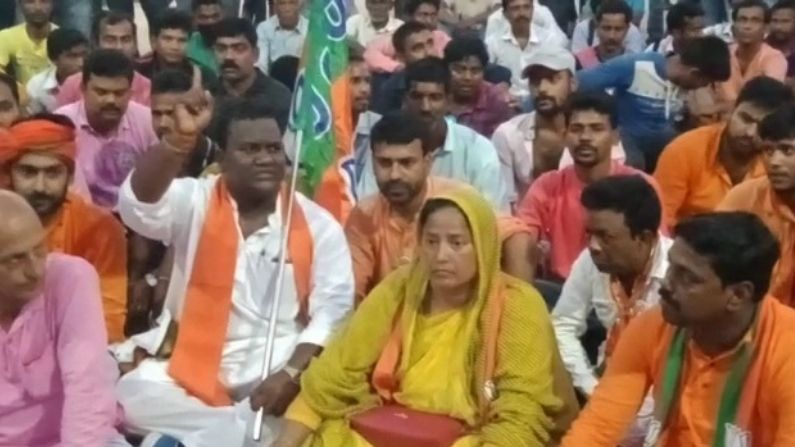 BJP Candidate Mafuja Khatun Is allegedly Attacked by TMC goons