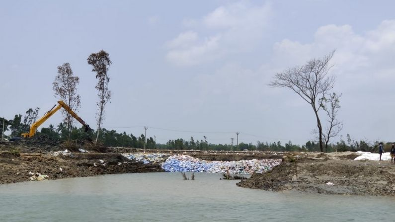 Beleghata Mariners shoes supports by giving relief to Sundarban people after Yass cyclone